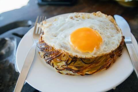 Recette Œufs au plat sur galette de pommes de terre (SG)