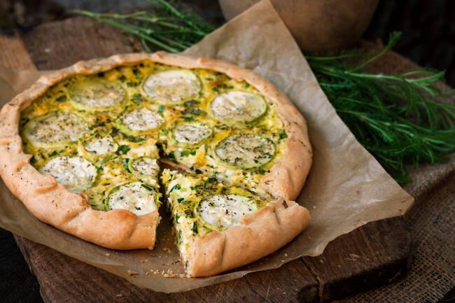 Recette Tarte maison chèvre/courgettes, salade verte