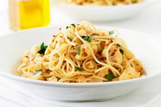 Recette Spaghettis au chou-fleur raisins et pignons