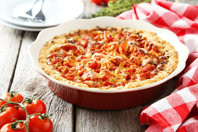 Recette Tarte maison à la tomate et au bœuf - Salade verte