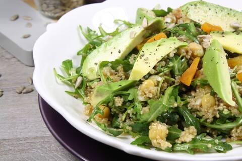 Recette de Salade de quinoa aux avocats, pois chiche et abricots secs (SG)