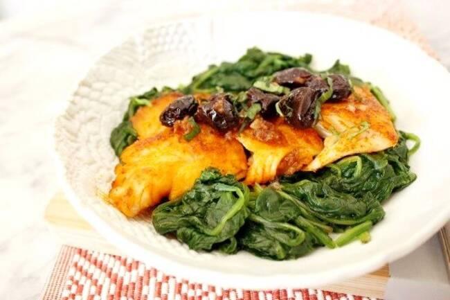 Recette Pavés de saumon aux épinards et aux olives