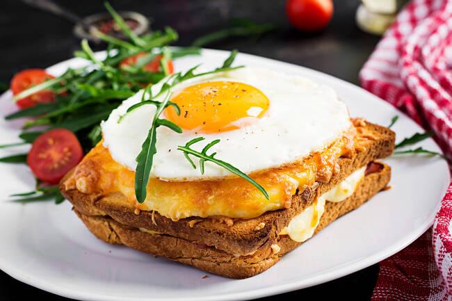 Recette Croque madame végétarien, salade verte