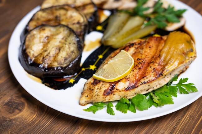 Recette Côtes de porc marinées, fondue d 'aubergines