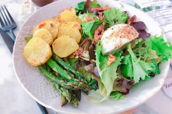 Recette Salade complète asperges, mozza, pommes de terre, lardons, noix