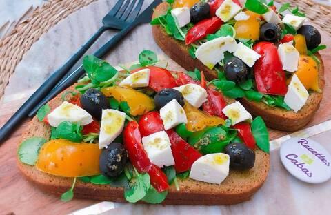 Recette de Bruschettas à la Provençale - Salade