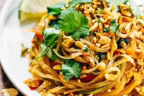 Recette de Wok petits légumes de printemps cacahuetes